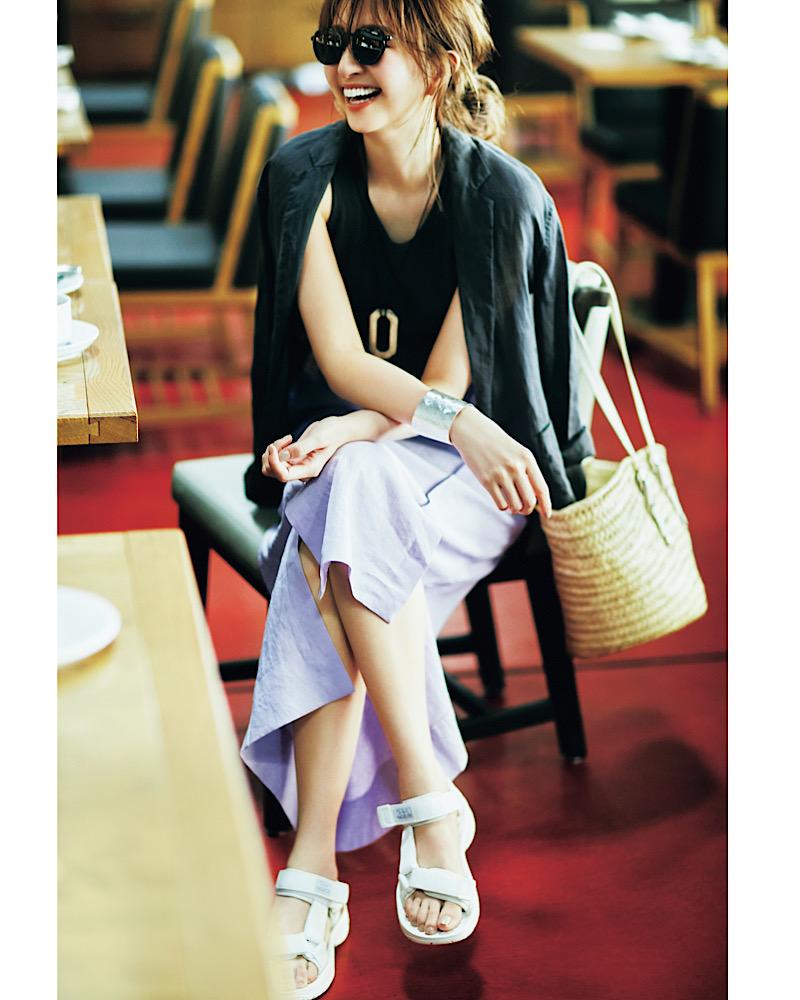 【今日の服装】晩夏のオシャレな「ジャケット×スカート」休日コーデって?【アラサー女子】