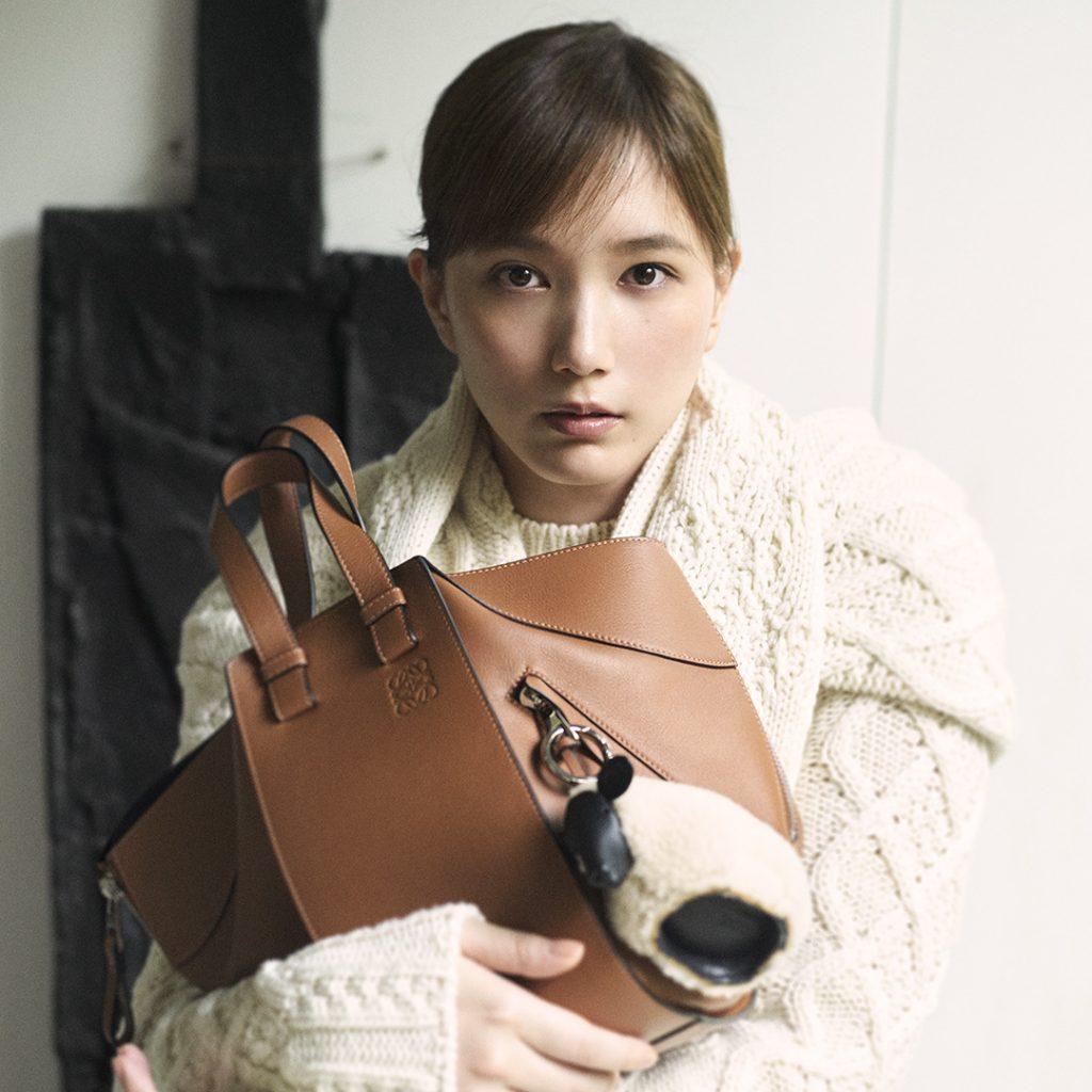 【ロエベの大人気バッグ】本田翼が持つ「ハンモック」がやっぱり可愛い!