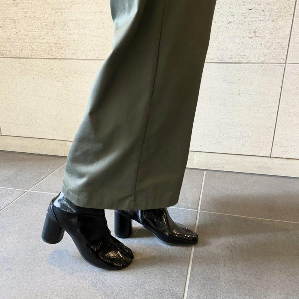 今日の足元はエナメルの足袋ブー