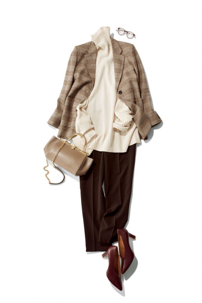 まろやかな茶系のグラデでパンツスタイルがぐっと女らしく ニットをウエストOUTで着てもすっきりはける、絶妙なシルエットとセンタープレス。パンツ¥9,900ジャケット¥18,000〈ともにN.O.R.C〉ニット¥16,000〈N.O.R.C by the line〉(すべてノーク)眼鏡¥34,000(アイヴァン/アイヴァンPR)パンプス¥41,000(ロランス/ザ・グランドインク)バッグ¥155,000(ザンケッティ/ハウント代官山/ゲストリスト)