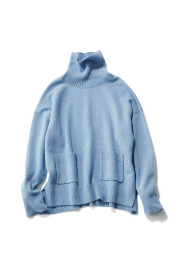 Blue ネック部分と身頃で編み方を変えているのがポイント。首回りを細いリブ編みにすることで重く見えず、優しい表情になります。
