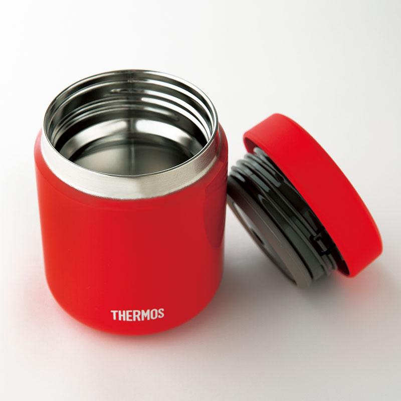 サーモス 真空断熱スープジャー JBR-300 高い保冷・保温力がある真空断熱スープジャー。丸みがある飲み口は当たりが優しく、ふた部分のパーツは分けて洗えるのでお手入れも簡単。「スープ弁当には欠かせません」(有賀 薫さん)容量300㎖ ¥2,480(サーモスお客様相談室)