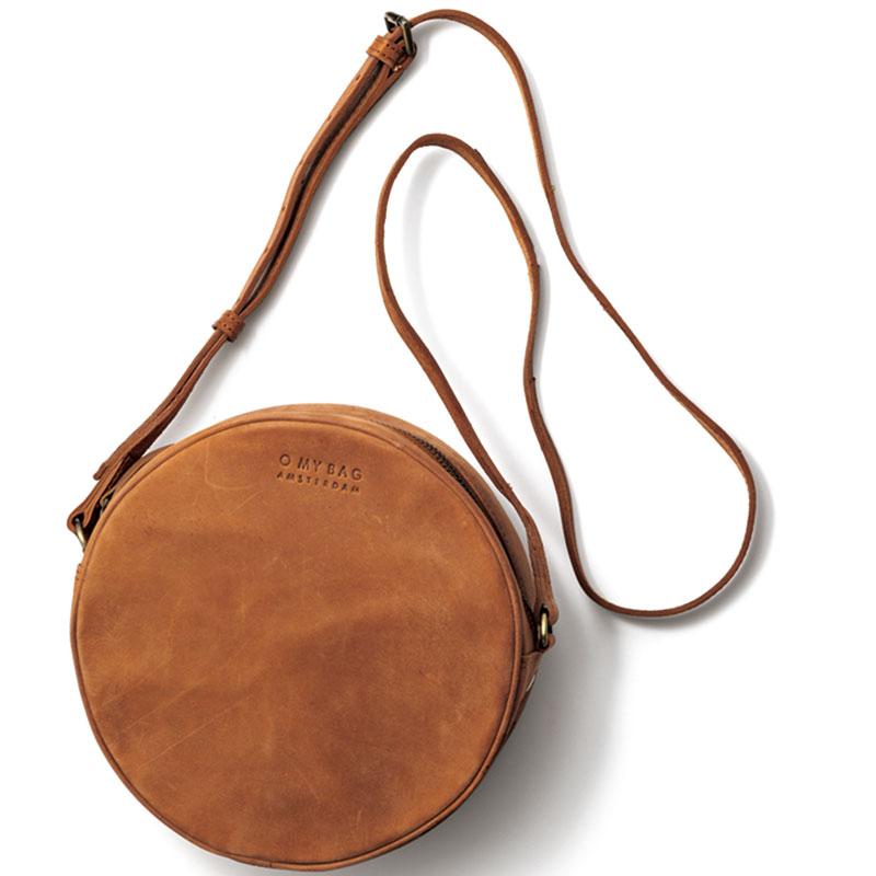 Shoulder Bag マットなブラウンレザーは応用範囲も広そう。裏地はストライプ柄。ブラウンレザーバッグ〈H20×W20×D6〉¥25,000(オーマイバッグ/クオリネスト)