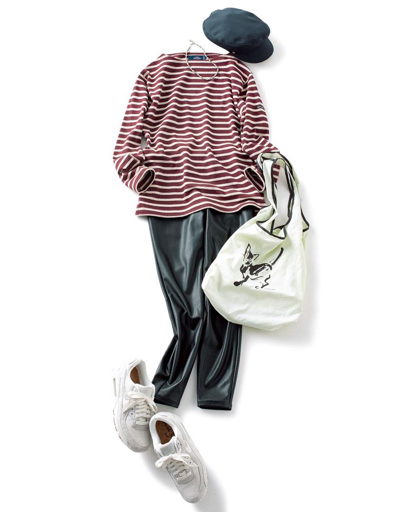 レザーパンツ¥10,000(アンクレイヴ)キャスケット¥11,000(CA4LA/CA4LA ショールーム)エコバッグ¥1,800(CELFORD/CELFORD ルミネ新宿1店)スニーカー¥13,000(NIKE/atmos pink flagship Harajuku)ネックレス¥4,773(アビステ)