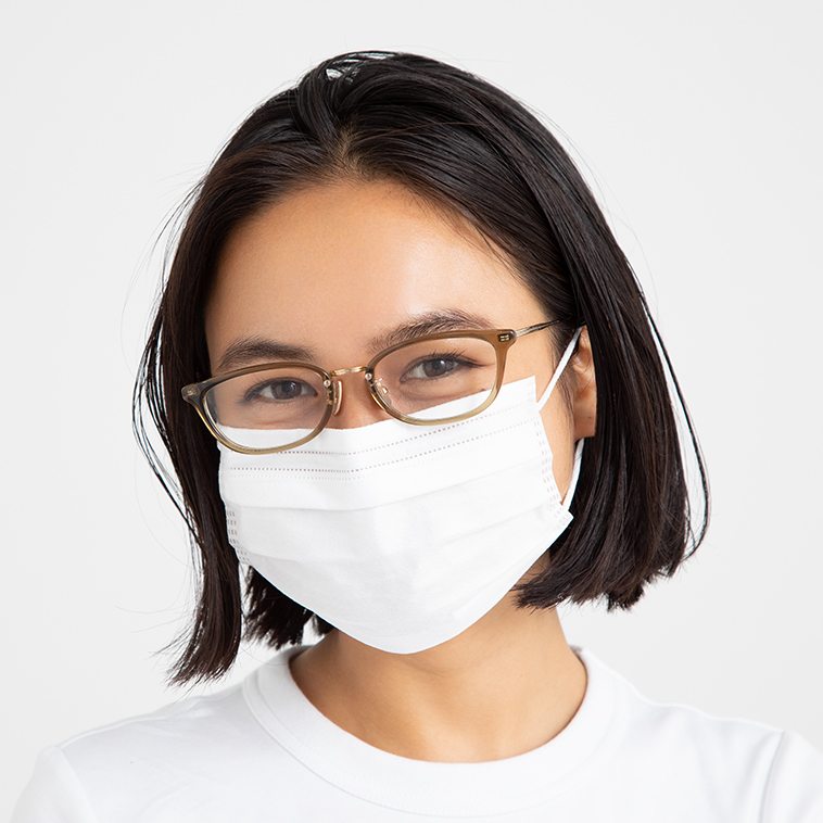 マスク装着時は目元しかでていな