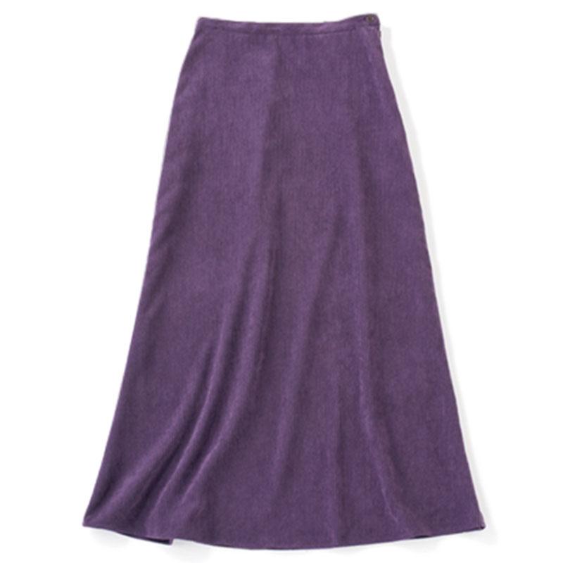 ロングスカート 今季トレンドのコーデュロイがとくに似合うのがナチュラルタイプ。深いパープルなら旬っぽさが加速。¥15,000(ミューニック/ピーチ)