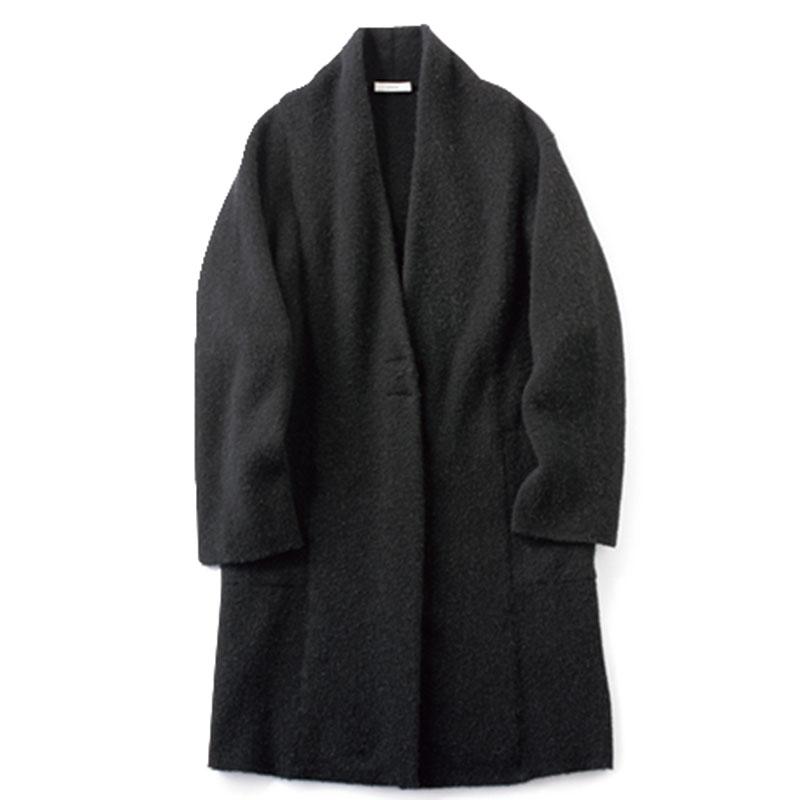 ロングカーディガン コート感覚で羽織れるロングカーデ。前が鋭角カットになっているので、縦ラインを強調します。¥77,000(ヴィンス/ヴィンス表参道店)