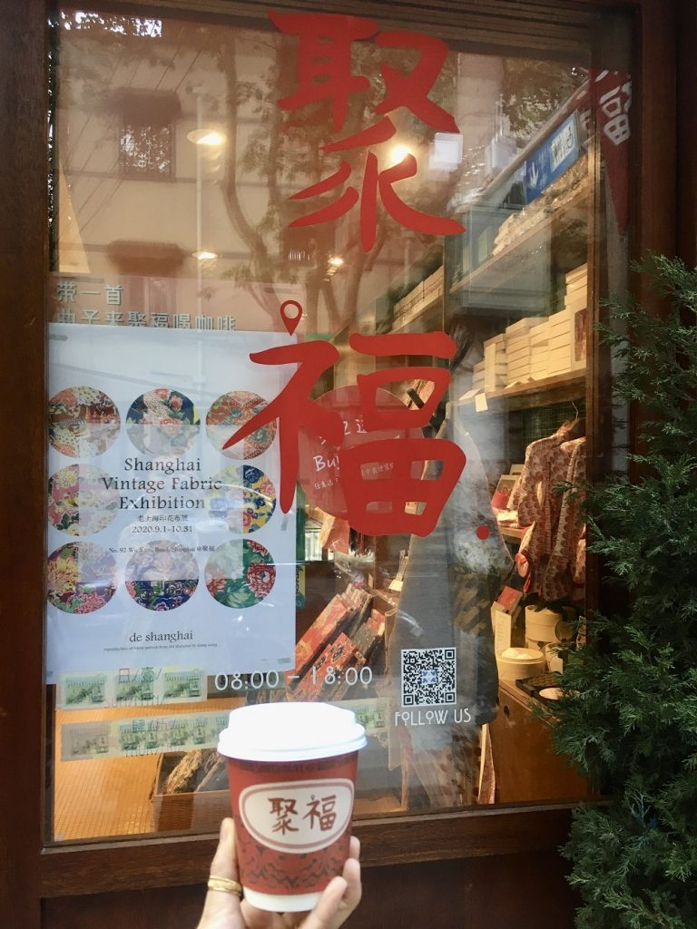 上海では最近、中国語のロゴデザ
