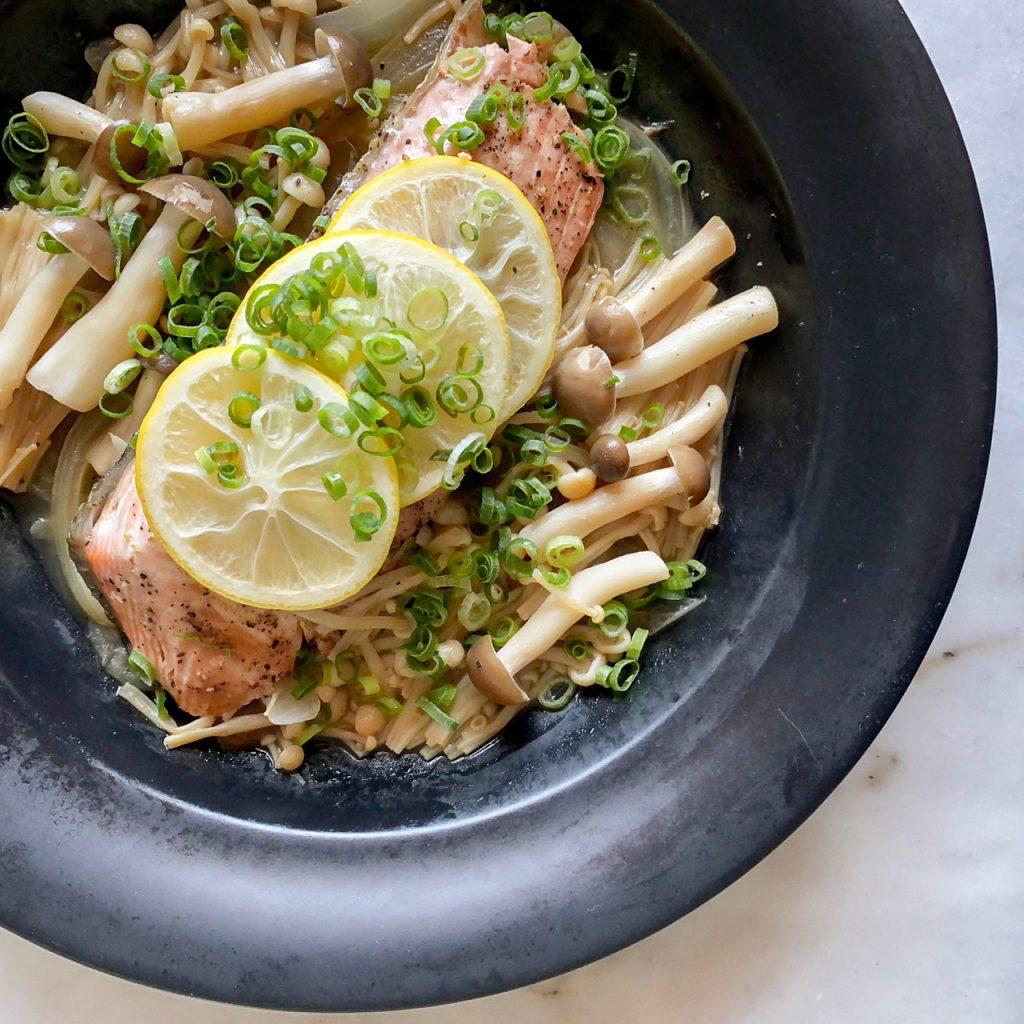 「レンジでチンだけ」でできる簡単便利ご飯【鮭ときのこのバター蒸しなど】