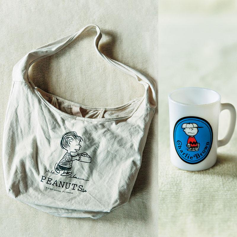 チャーリー・ブラウンの マグカップとライナスのバッグ