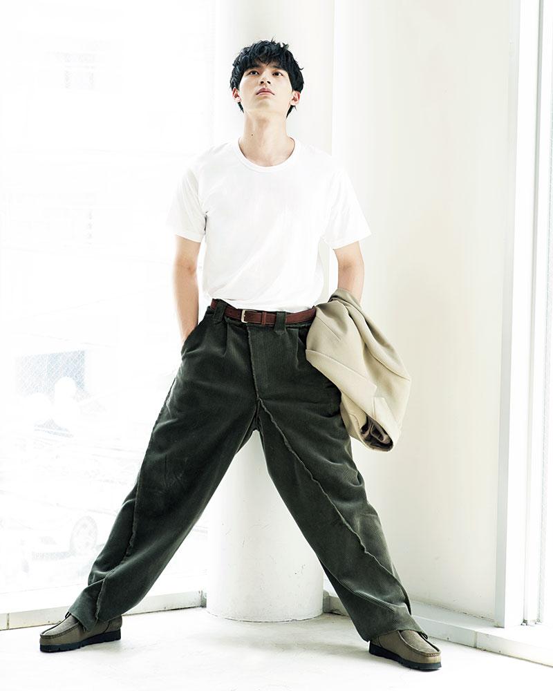 ジャケット¥95,000(HERILL/anthings)パンツ¥41,800(LQUARTET/PR01.TOKYO)靴¥29,000(Clarks Originals/クラークスジャパン)その他/すべてスタイリスト私物