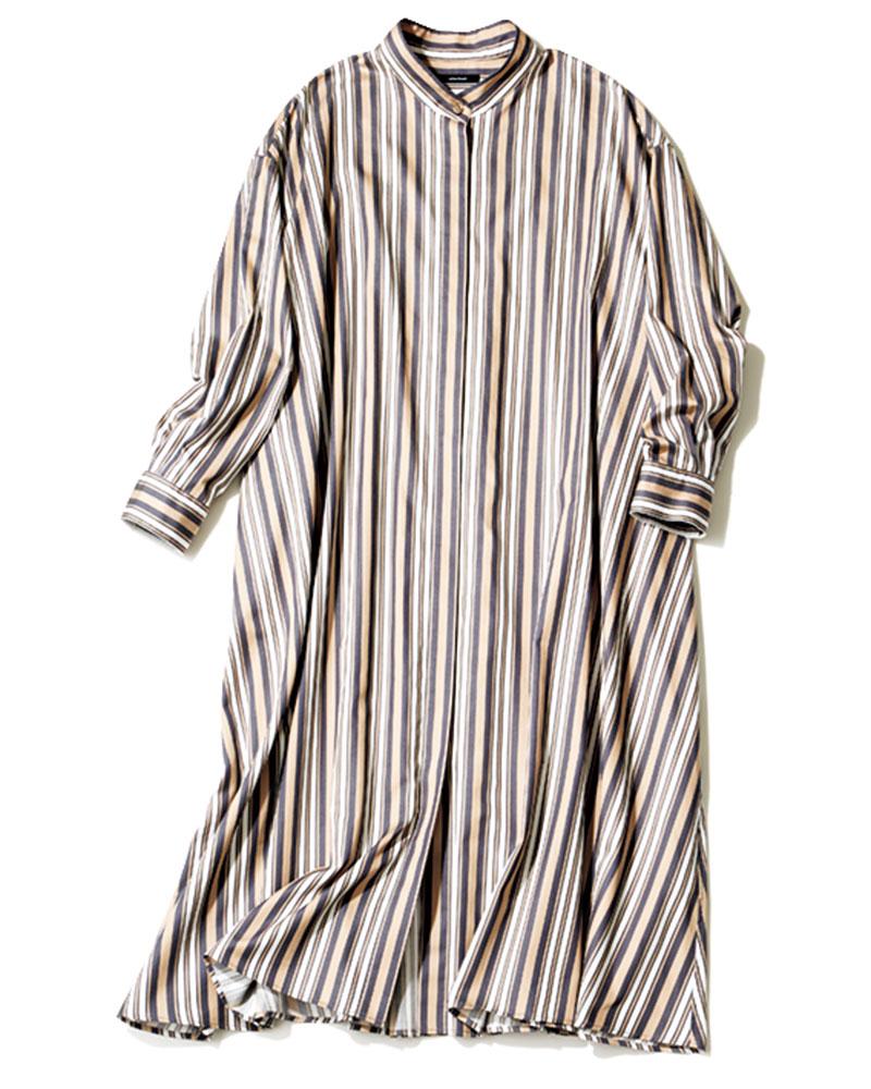 ハリのあるシャツ素材。ラフに着ると可愛い。ワンピース¥16,000(ジャーナル スタンダード/ジャーナル スタンダード表参道)