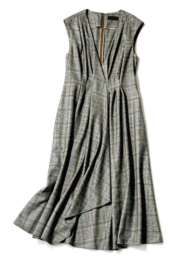 TOMORROWLAND collection キレイめなデザインで、オフィスにも着ていけます。ワンピース¥36,000(トゥモローランド コレクション/TOMORROWLAND)