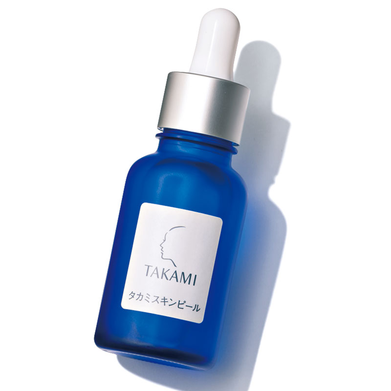 「敏感になった肌には擦って剥がす角質ケアではなく、肌代謝をサポートする角質美容水を」(ナディアさん)タカミスキンピール 30㎖ ¥4,800(タカミ)