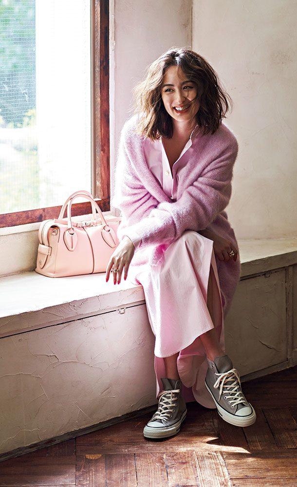 甘さが際立つピンクのシャツワン