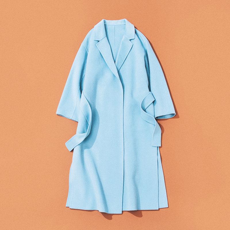 Plageのコート 去年はじめて買ったカラーコートが冬の気分をかなりあげてくれる存在だったので、今年はブルーを早々に予約。定番色の服と合わせても華やぐし、ブルーデニムとワントーンコーデにしても。着るのが楽しみです。(ライター/広田香奈さん)