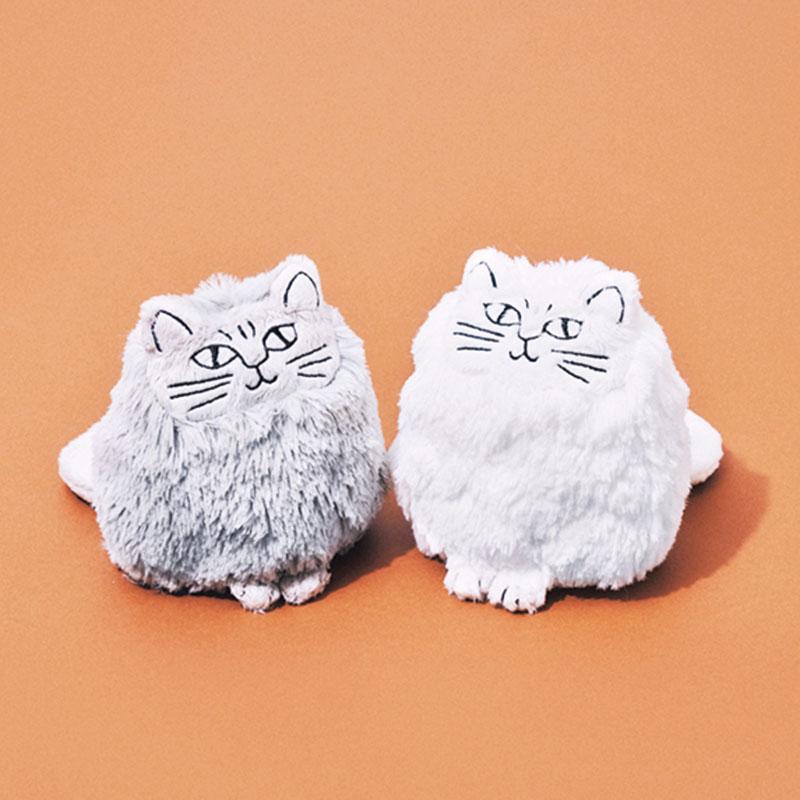 LISA LARSONのぬいぐるみ インテリアを探していたところ一目惚れ。どちらかに絞れず2匹ともお迎えしました。ふわふわの手触りやくるんとした尻尾がキュート!いつか本物の猫と暮らす日まで、この子たちで癒されようと思います。(編集/本間万里子)