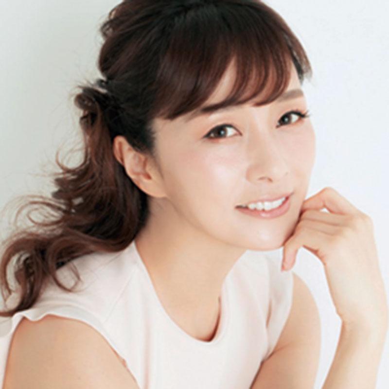 ●美容家・石井美保さん 44歳にして、たるみ知らずの透明感のある美肌の持ち主。最新刊『一週間であなたの肌は変わります大人の美肌学習帳』(講談社)も大人気。