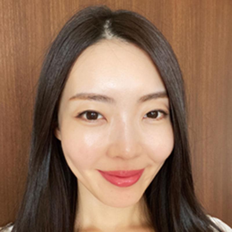 (株)PETTERS 取締役・奥村真理子さん アパレル会社の経営に携わりながら〝皮膚管理〟を趣味とする。スキンケアなどを発信するインスタも人気。