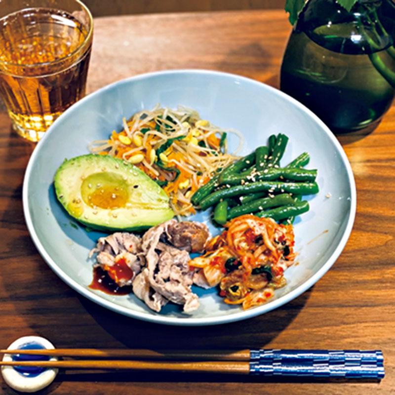 「愛の不時着」にハマったのがきっかけでよく作っていた韓国料理。これは、おつまみに最適なナムルの盛り合わせです。