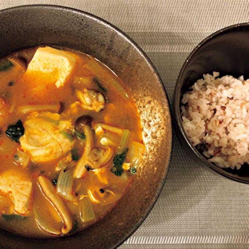 韓国人の肌の美しさの秘密は食にもあると思うので、韓国料理にも挑戦。