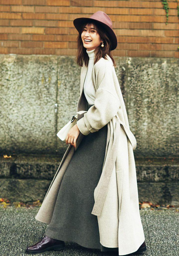 ロングスカートと合わせたいアウター「ロングコート」