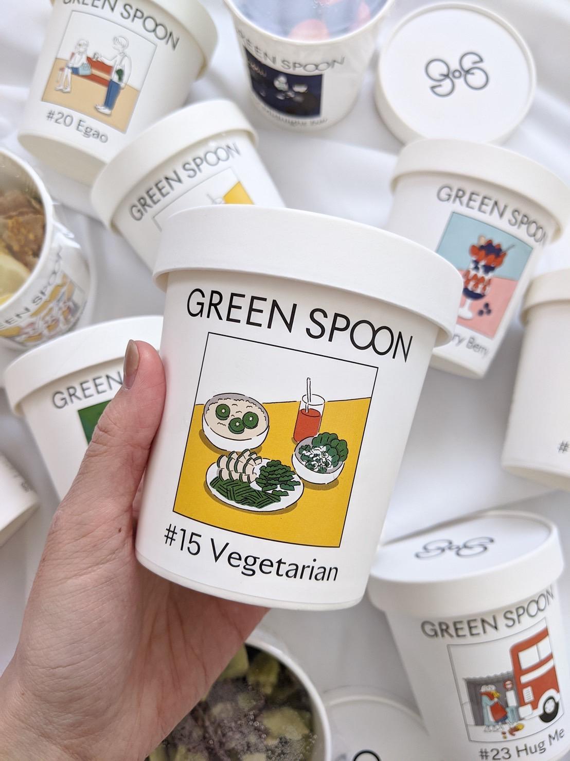 【グリーンスプーンスムージー】何種類もの野菜や果物が入った冷凍スムージー!定期便で購入しており、朝に飲んでももちろんGOOD♪