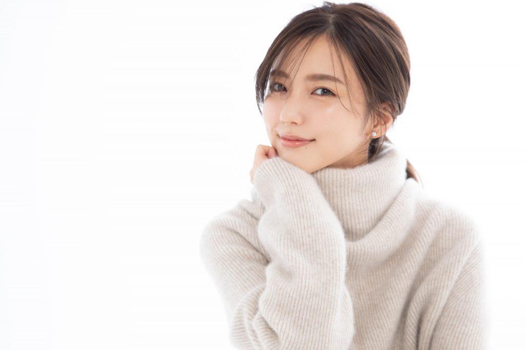 【真野恵里菜】特別インタビュー「年相応より、愛嬌のある大人でいたい」