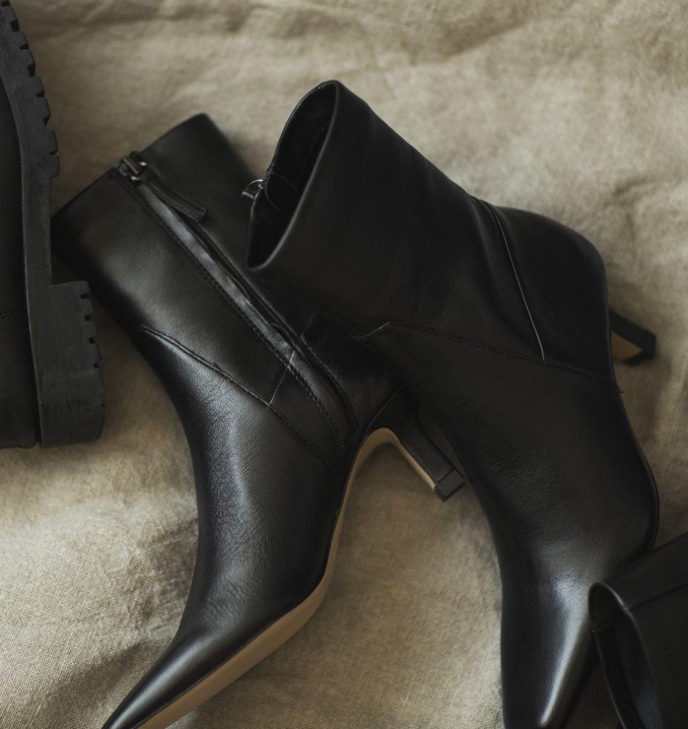 「履くだけでスラッと見える黒の