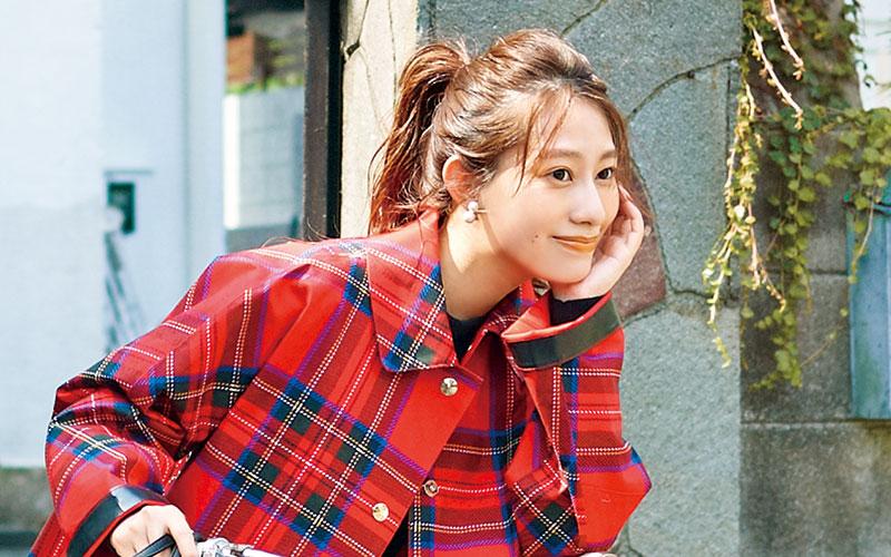 桜井玲香が着こなす「秋のチェックコーデ」4選