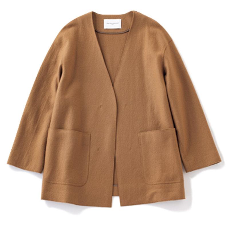 ノーカラージャケット 上半身をアレンジしやすいVあき。ベルトをプラスしてコンパクトに。¥22,000(ユナイテッドアローズ/ユナイテッドアローズ 有楽町店)