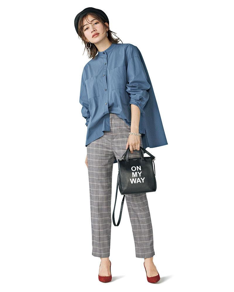 モード顔のバンドカラーシャツとプレイフルな小物使いでこなれ度アップ ブルーのラインがアクセントになったチェックパンツは、シャツとカラーリンクさせてスタイリッシュな印象にまとめて。一見メンズっぽい着こなしは、小物でキュートな遊び心をプラスして女らしく。パンツ¥2,750(ストラディバリウス/ストラディバリウス カスタマーサービス)シャツ¥11,000(ノーク)バッグ¥63,000(ミチノ/Pred PR)パンプス¥40,000(ロランス/ザ・グランドインク)帽子¥25,000(シシ)ピアス¥7,000ブレスレット¥14,728(ともにアビステ)