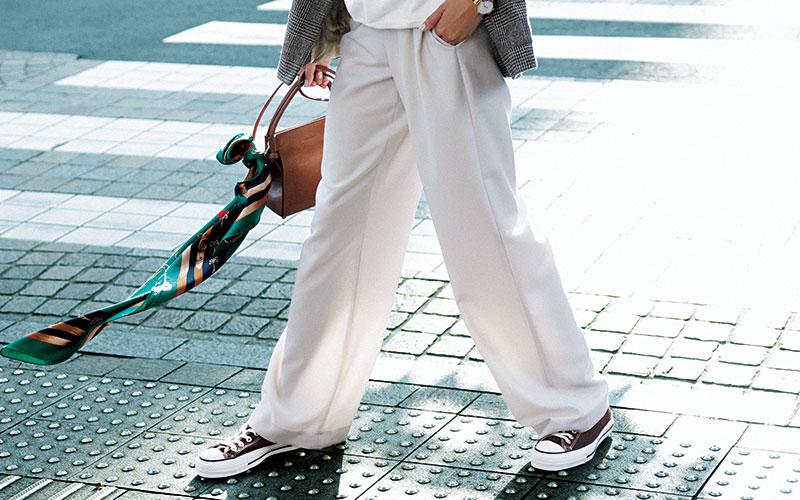 オシャレな人ほど知っている「便利な服」【柔らかワイドパンツ】