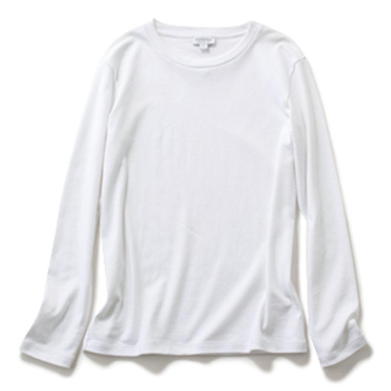 【A】ロンT ハリのある素材で、ジャケットともシャツワンピとも相思相愛。¥11,000(サンスペル/サンスペル表参道店)