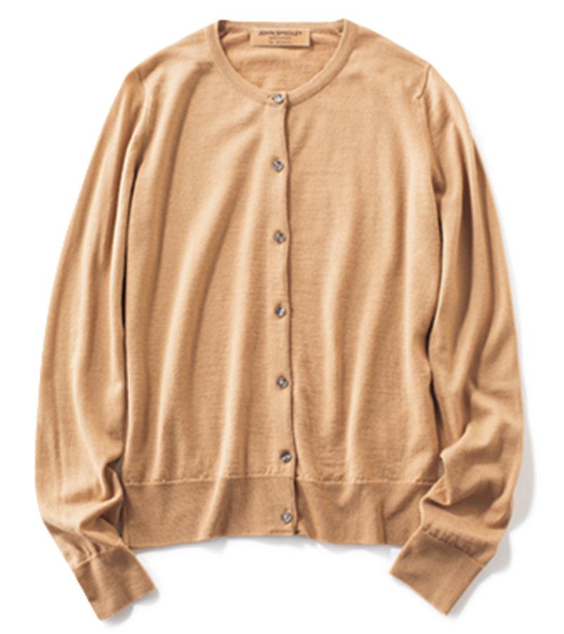 【2】カーディガン トラッドアイテムの代表。ニットのように一枚で着るのもあり。カーディガン¥34,000(JOHN SMEDLEY forANAYI/essence of ANAYI)