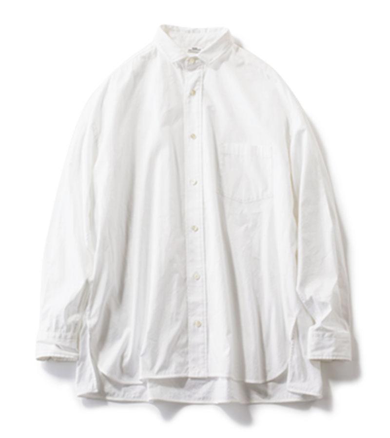 【7】シャツ 一枚でもキマる、オーバーシャツ。サイドにスリットが入っているので、ニットとのレイヤードスタイルも好相性。シャツ¥22,000(ティッカ)