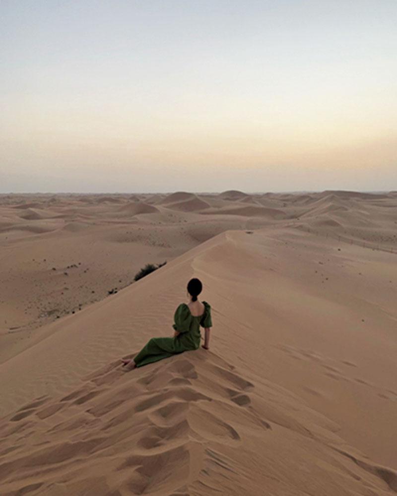 高層ビルの立ち並ぶ街も砂漠も楽しめそうなので、新婚旅行先に選んだドバイ。