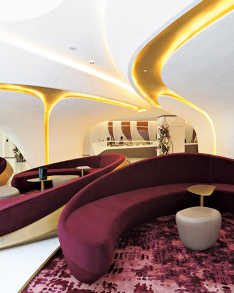 中でもザハ・ハディド設計のホテル、Tha Opusの宇宙船のようなロビーは圧巻でした。