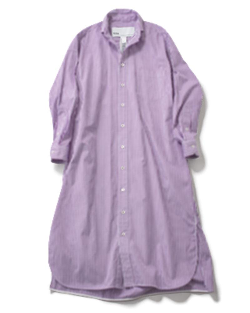【F】シャツワンピ 深いパープルのストライプが秋らしい。パンツとのレイヤードでより今年らしい着こなしに。¥27,000(ティッカ)