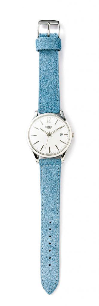 爽やかさと優しいムードを兼ね備えた、ライトブルーのベルトが印象的な「ベイズウォーター」。季節感のあるスエード素材で別注。