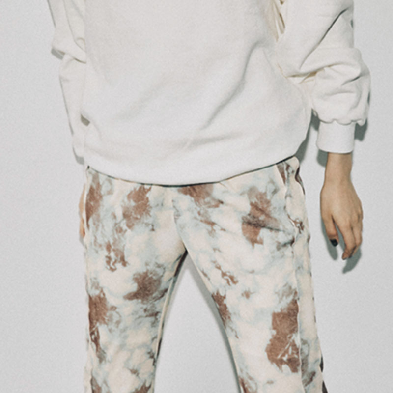 麻祐子着用のスウェットと、シルエットが美しい上にはいていて楽ちんなパンツが人気商品。