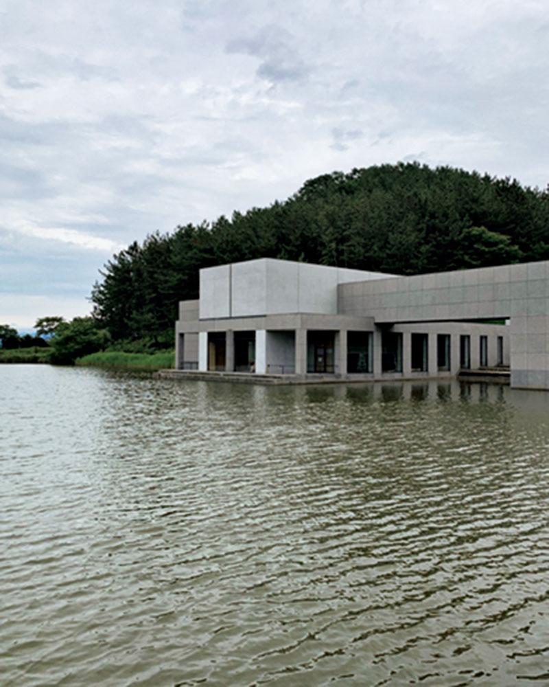 他にも、坂茂さん設計のショウナイホテル スイデンテラスという水田に浮かぶホテルにもステイ。