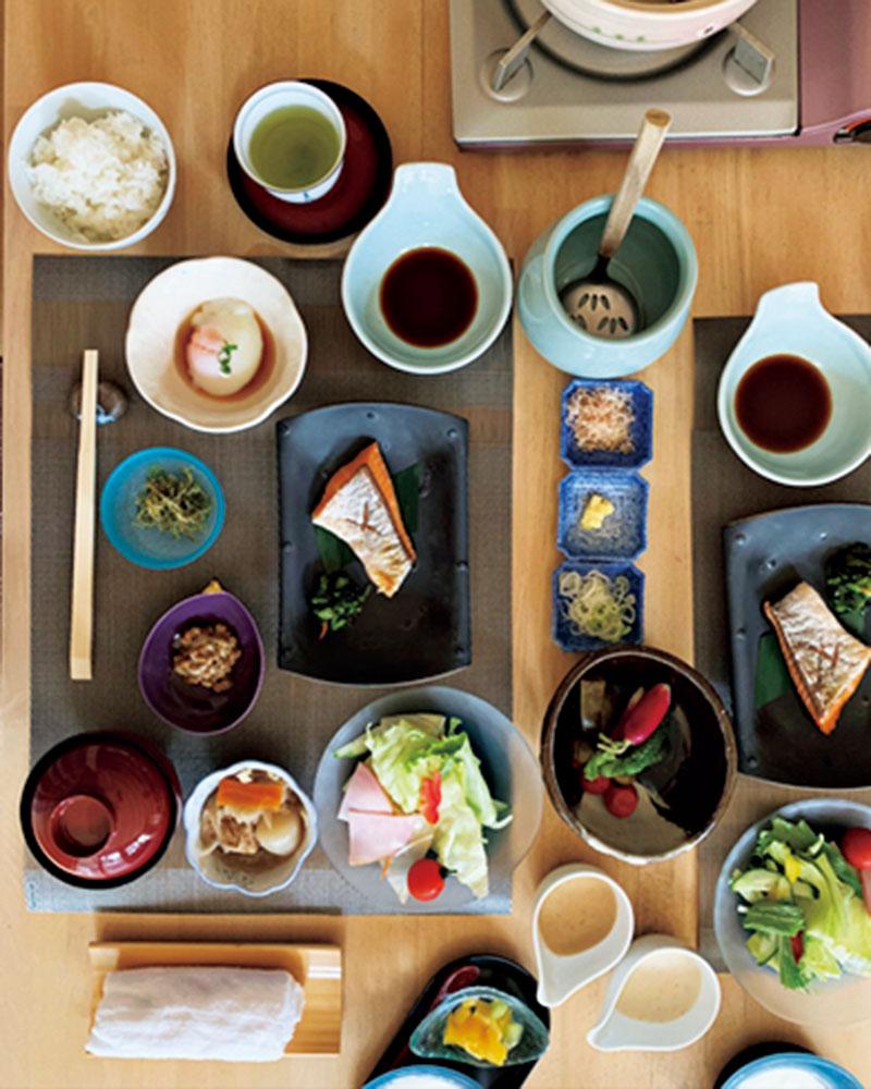 竹のスクリーンが美しいこの旅館では5つの内風呂とご飯を楽しみました。