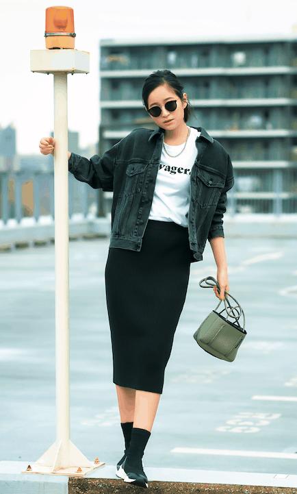 黒のタイトスカートが一枚あれば