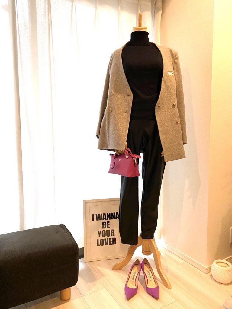 表革のレザーパンツとジャケット