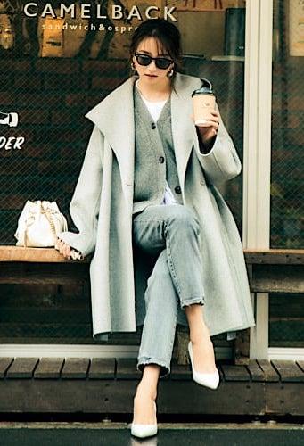 女っぽい雰囲気のガウンコートは
