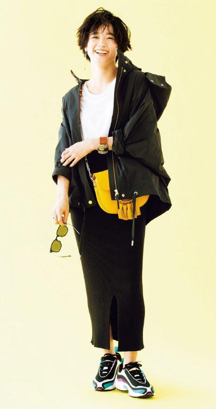 タイトスカートとマウンパの黒×