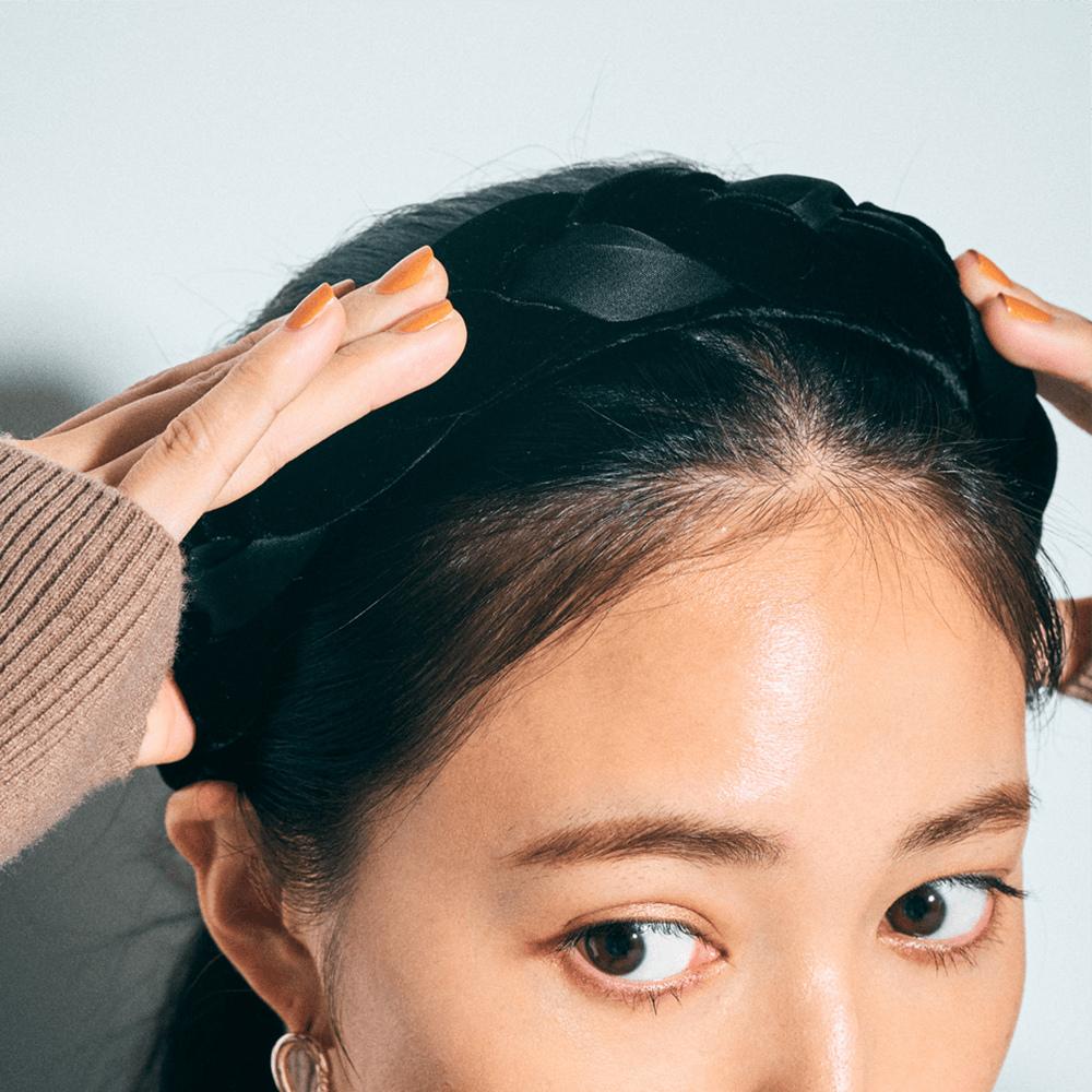 「髪をタイトにまとめる時は、シ