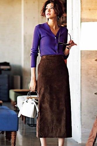 シンプルなIラインスカートに、