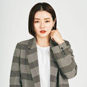 藤井 明子さん 麗しの発光白肌